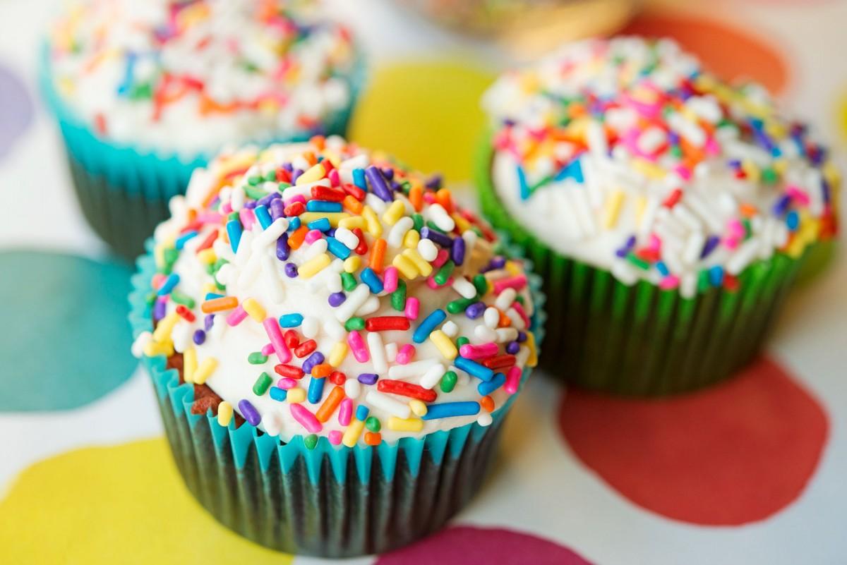 Chocolate / Red Velvet Half & Half Cupcakes | Garlic, My Soul
